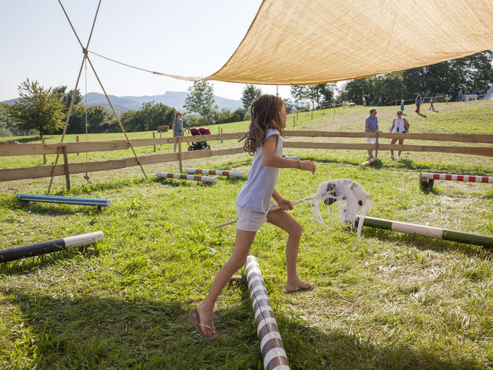Augusta Raurica Sommer 2020 Drop in Steckenpferde basteln 01 kompr