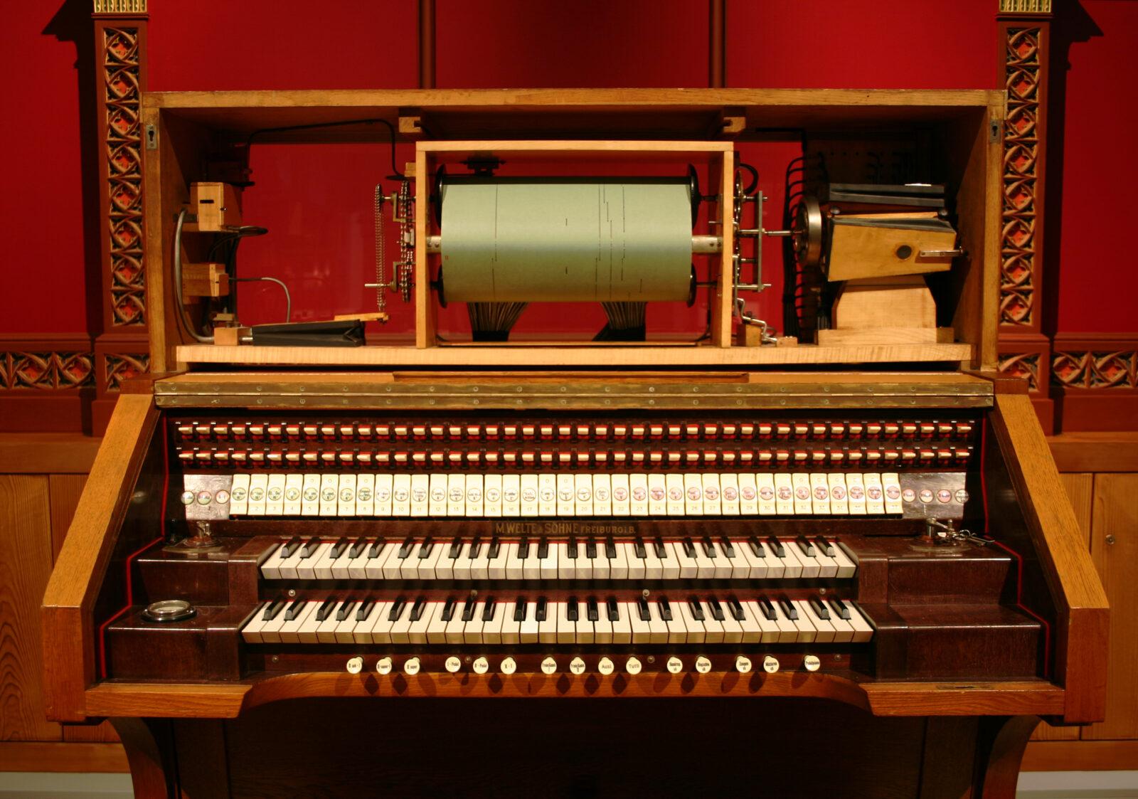 07 MMA 06 Britannic Orgel Spieltisch offen mit Rolle